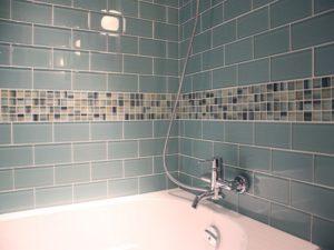 Укладка кафельной плитки в ванне